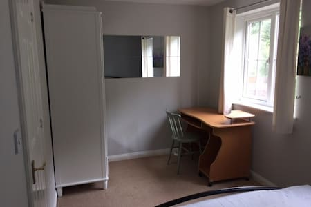Quiet double room in Crayford - Dartford - Townhouse