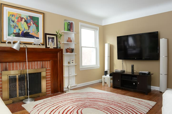 Charming Updated 4 Bedroom House! - Royal Oak - House