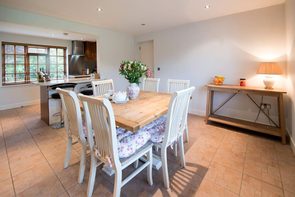 Dining table for 6 guests and kitchen area with separate breakfast bar for two.