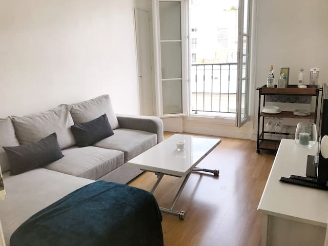 Bright & comfy flat 5 min from Eiffel Tower
