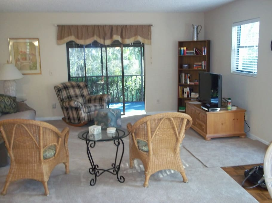 Large living room with sliding door to the lanai
