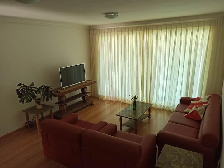 Apartamento Amplo da Araucária: Localização e paz.