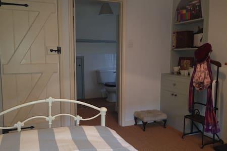 Cardelino Room - Midhurst
