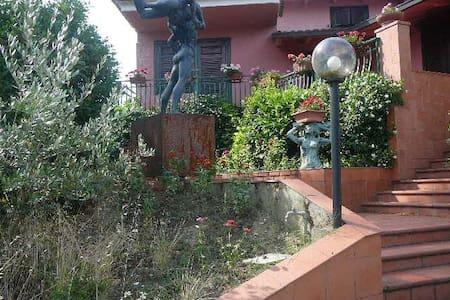 Sculptor Villa - Tizzana - Villa