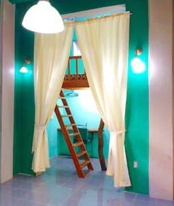 The hobbit house, Kiteboarders Room - Malay