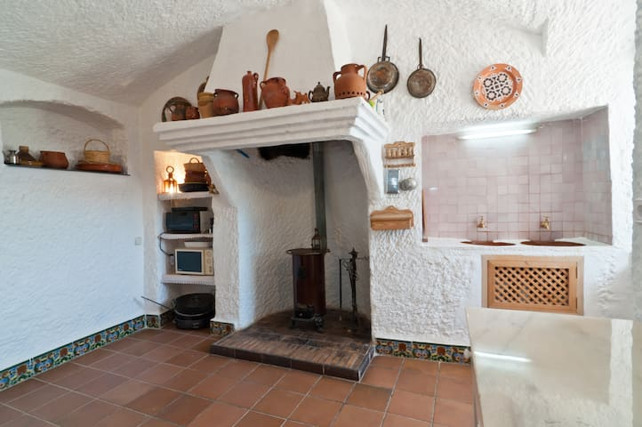 Traditional cave home near Granada - Cortes y Graena - Huis