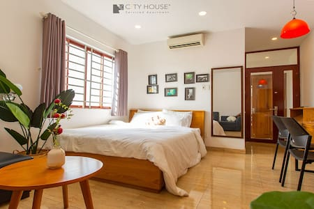 Enjoy the feeling of waking up by the window to catch the sunrise, stretching and breathe gently, welcome the new holiday, prepare a light breakfast and look at yourself in the mirror before going out, exploring Saigon, exploring new lands