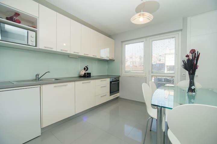 Spacious Accomodation on Vinogradska + parking - Zagreb - Appartement