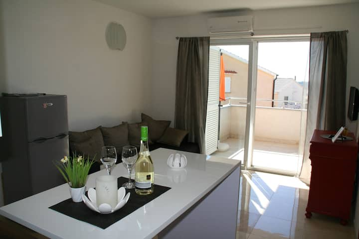 New and modern apartement in the middle of Novalja