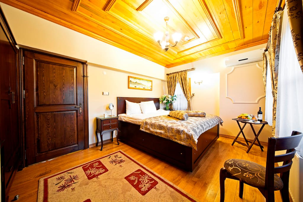 large comfortable rooms  with  king  size  bed