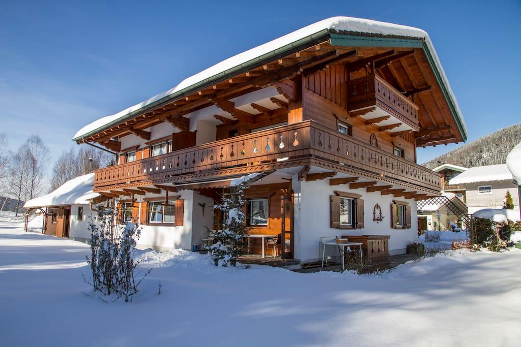 fewo 2pers inzell 2 zkb balkon loggia bergblick wohnungen zur miete in inzell bayern. Black Bedroom Furniture Sets. Home Design Ideas
