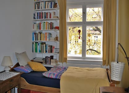 Small cosy room in Southwest close to center - Berlin - Daire