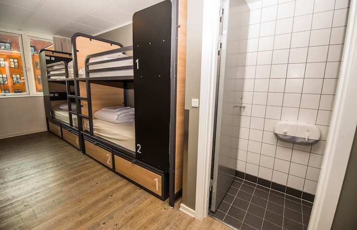Generator - Private 6 Bed Dorm