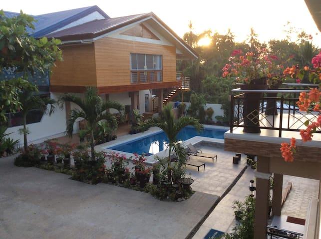 Blue Villa Hostel