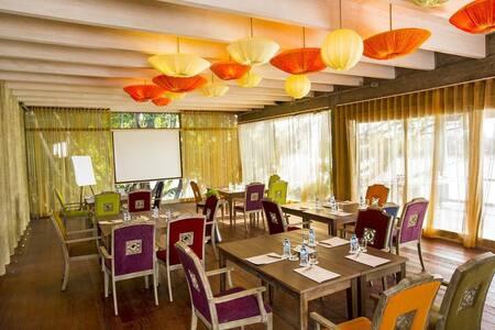 Grand Pool Villa on Saigon River! - tx. Thuận An