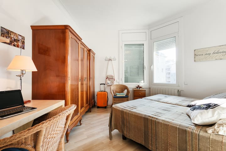 PRIVATE ROOM FOR TWO / FIVE GUEST - Barcelona - Bed & Breakfast