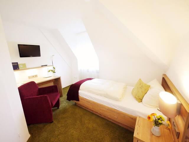 Kreuz-Post Hotel-Restaurant Spa, (Vogtsburg-Burkheim), Einzelzimmer Standard mit Dusche und WC