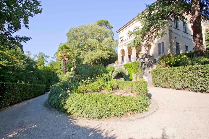 7 Bdr Villa, great central location - Florencia - Villa