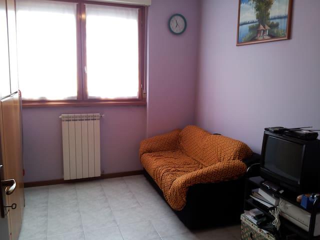 cameretta in appartamento - Senago - Apartment