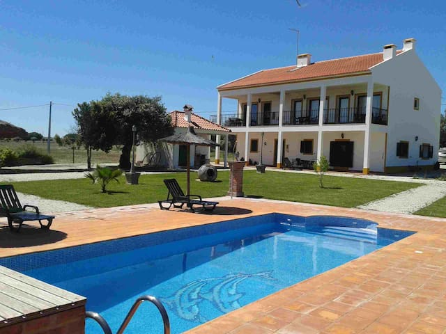 4 Houses with swimming pool - Vimieiro - Villa