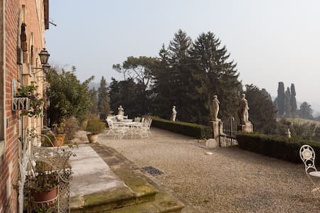 Top floor with view near Vicenza - Creazzo - Castle