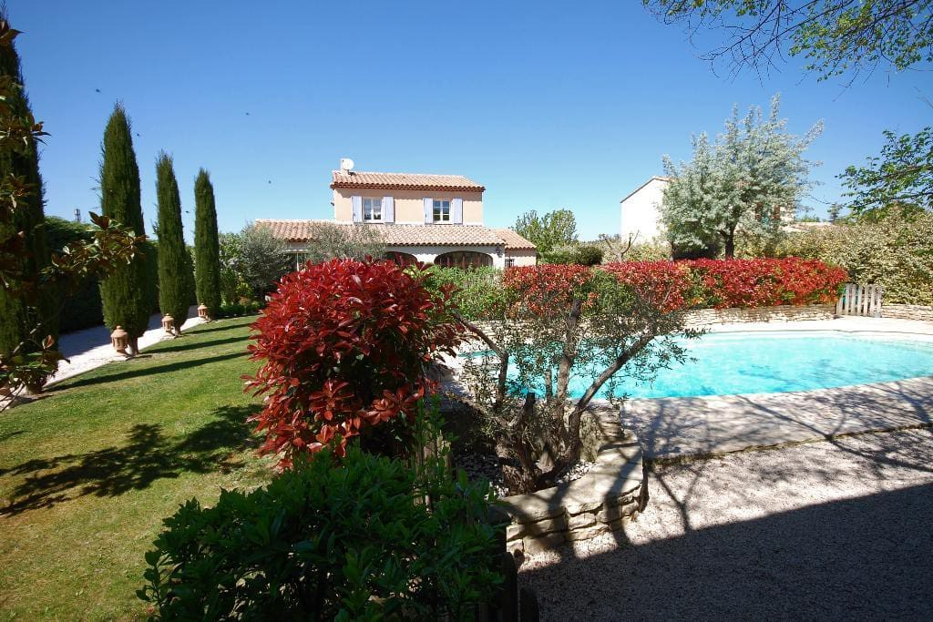 Provencal villa with beautiful pool houses for rent in aix en provence pro - Pool house provencal ...