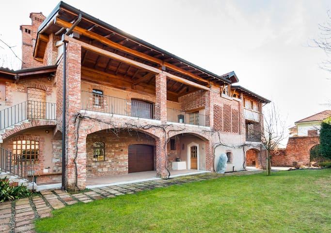 Villa Nova - Arc. Savin Couelle - Casciago - 別荘