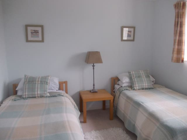 BOURNEMOUTH,HENGISTBURY HEAD 2 ROOMS  B&B - Bournemouth - Bed & Breakfast