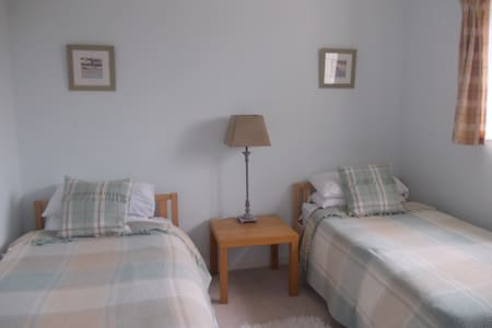 BOURNEMOUTH,HENGISTBURY HEAD 2 ROOMS SLEEPS 4, B&B - Bournemouth