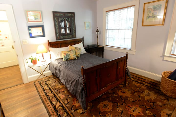 Guest room, funky Decatur/Oakhurst