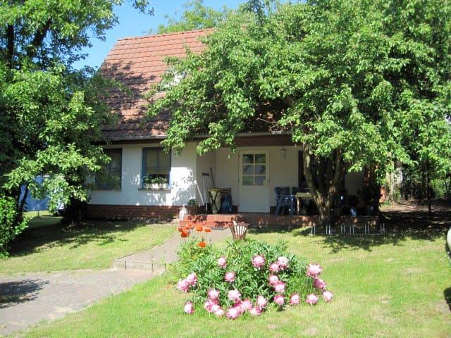 Ferienhaus mit Seeblick für bis zu 8 Personen - Mirow - Hus