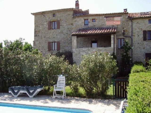 Studio voûté, Sud Ardèche, piscine - Bessas - Apartamento