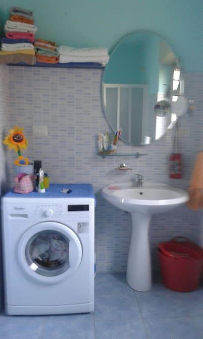 lavabo con lavatrice