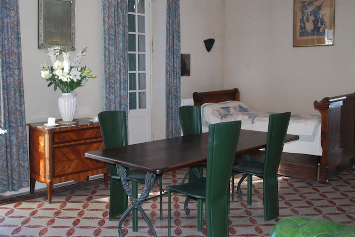 Appartement n°1    la Terrasse - château Paulignan - Trausse-Minervois - อพาร์ทเมนท์