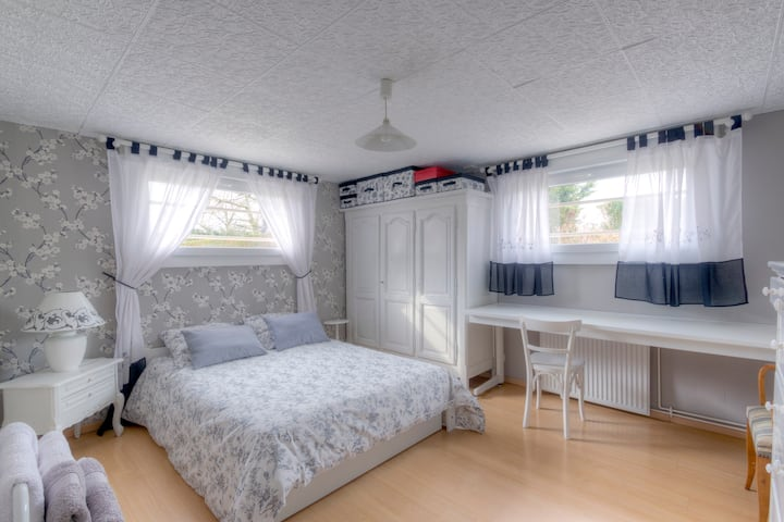 Nice spacious and calm bedroom+ Parking