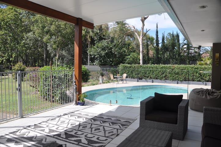 Resort Style Acreage Vacation yet 6 min to Beach! - Tallebudgera - Maison de vacances