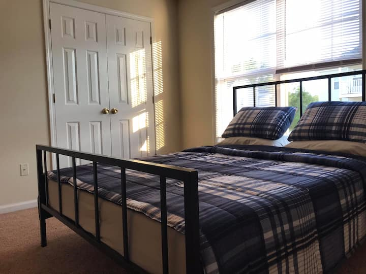Master bedroom for traveling professionals