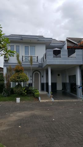 Cozy Townhouse in Cilegon - Villa Bonakarta