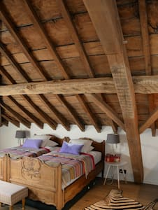 Comfortable room in renovated attic - Grez-Doiceau - 一軒家