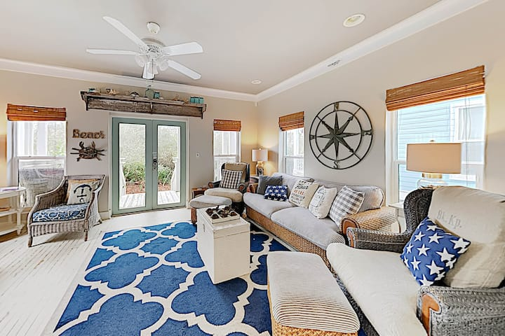 Sea La Vie: Updated Gulf-View Cottage w/ Pool!