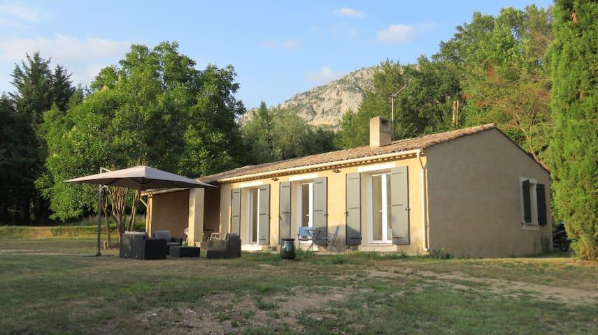 Villa le Lou Pequelou grand jardin, proche village