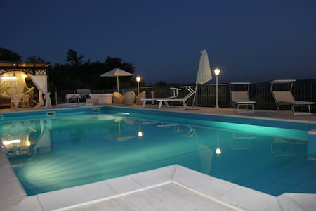 VILLA WITH HEATED POOL AND 12 BEDS!!! - Case Alte - Villa