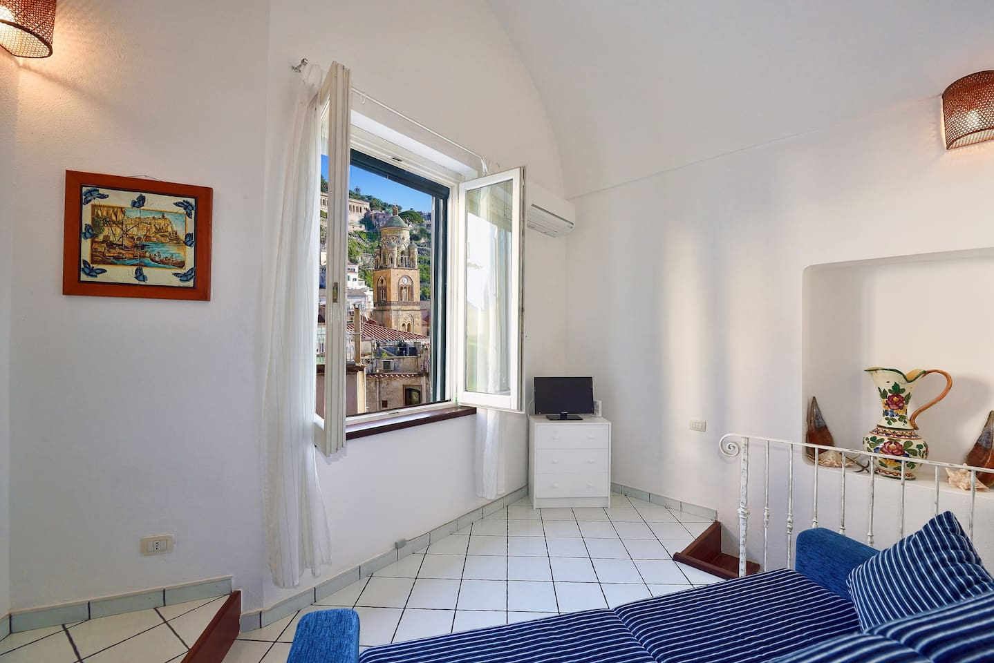 Livingroom with view of Amalfi