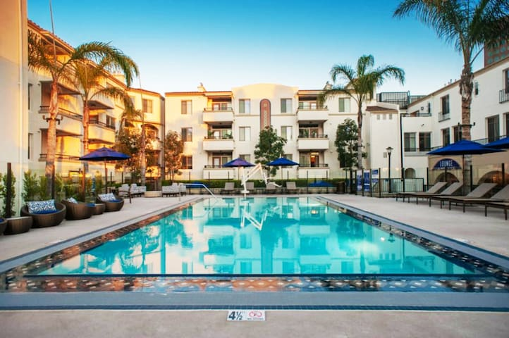 Luxury 2BR/2BATH Westwood/West LA - Sanitized!