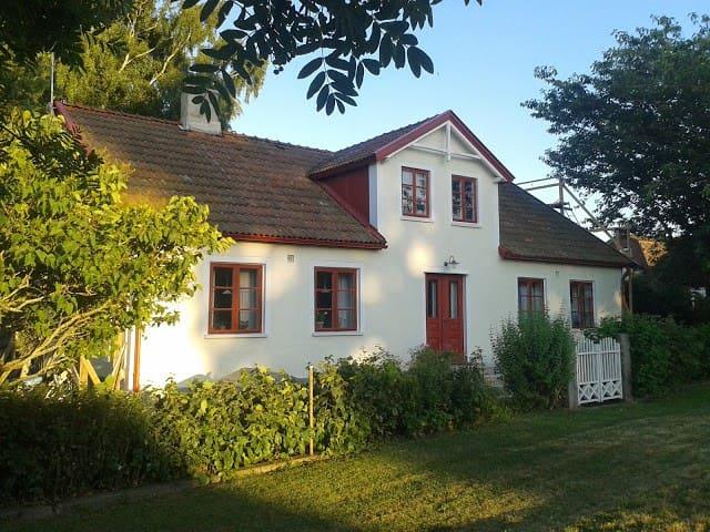 Sommarhus på Österlen - Borrby - House