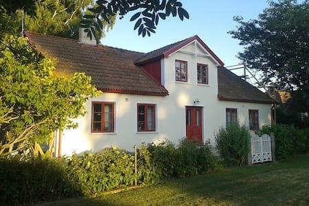 Sommarhus på Österlen - Borrby - Dom