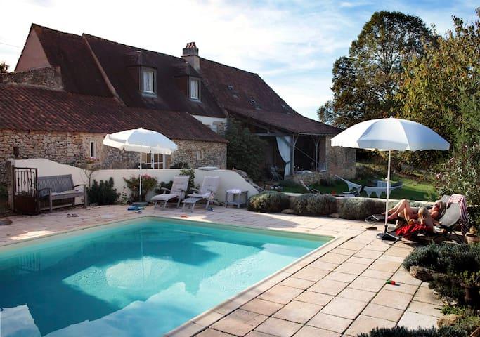 Vakantiehuis 'Le Tilleul' - Saint-Chamassy