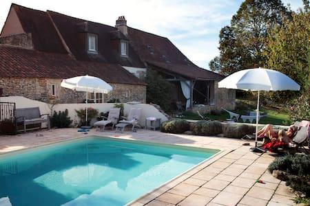 Vakantiehuis 'Le Tilleul' - Saint-Chamassy - Cabin