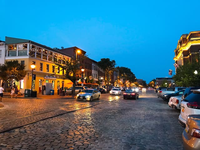 Thames St. is a 10 min walk away! Fells Point has the highest concentration of bars and restaurants in the city.