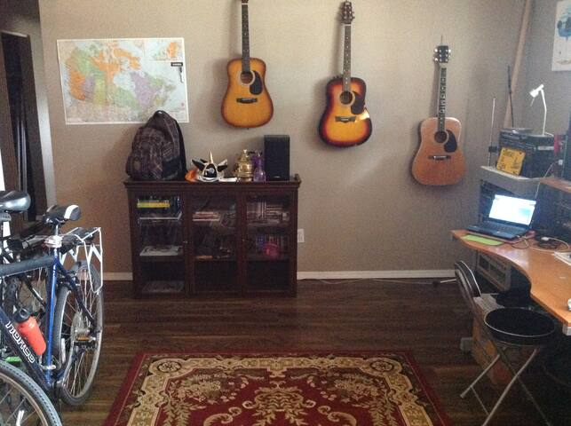 Earthy Arts and Cool Hangouts - Edmonton - Appartement